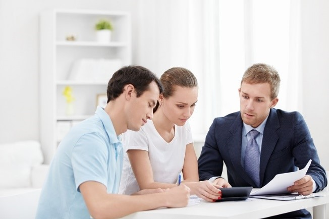 Chapter 7 Bankruptcy Attorney discusses pros and cons - pictured is young couple consulting with professional